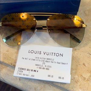 Stunning Louis Vuitton Monogram Aviator sunglasses